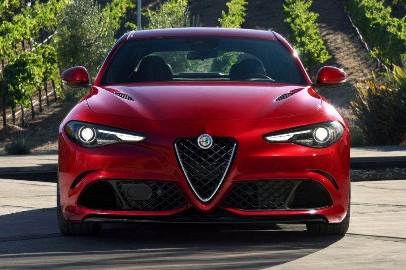 Alfa Romeo Giulia 2017 года.