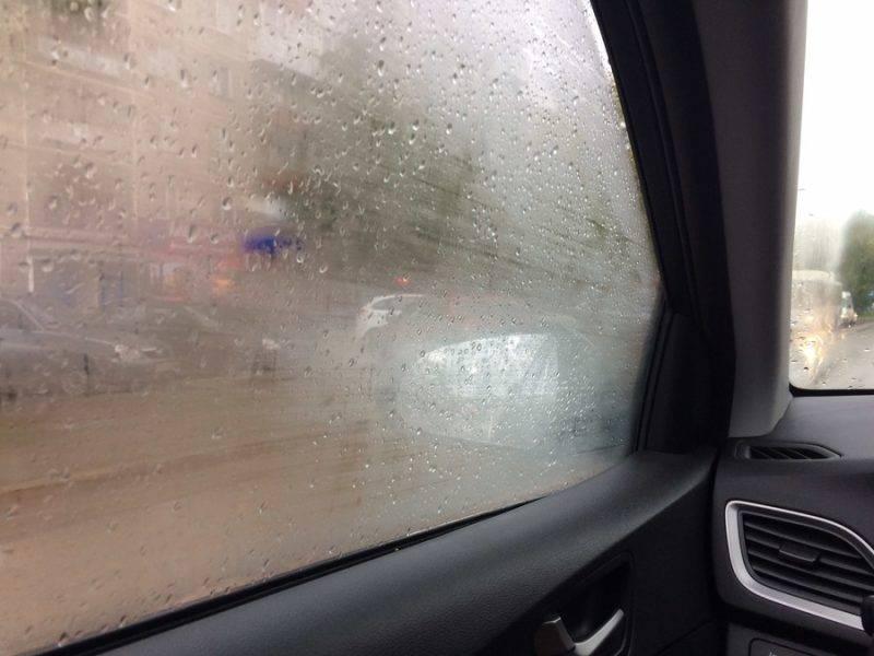 С запотевающими стеклами не видно ни встречных машин, ни ТС, идущих на обгон, ни знаков, ни пешеходов. Это очень опасно.