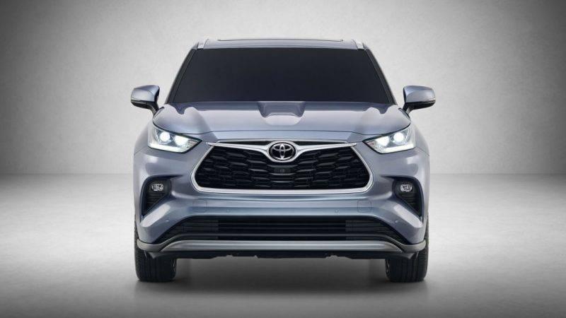 Toyota Highlander 2020 еще только предстоит испытать, так что информация об этом авто будет дополнена после тест-драйва. А пока мы решили собрать в одном месте все, что наверняка известно о новом Highlander'е.