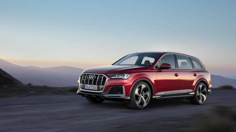 Audi Q7 2020 года.