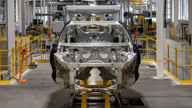 Конвейер на заводе Aston Martin.