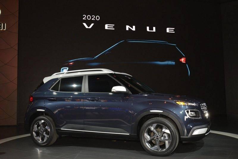 Hyundai Venue во время официальной премьеры в апреле.