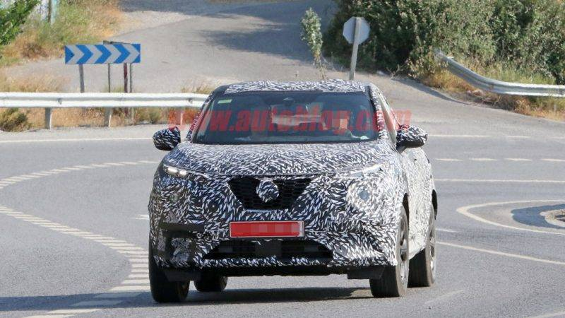 Новое поколение Nissan Juke пока практически полностью скрыто за камуфляжем.